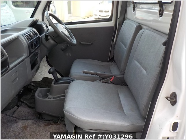 It is a picture of the white nissan clipper truck in 2005,Sub Photo 6 Stock No.Y031296