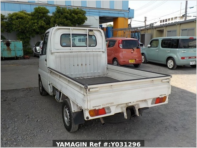 It is a picture of the white nissan clipper truck in 2005,Sub Photo 3 Stock No.Y031296