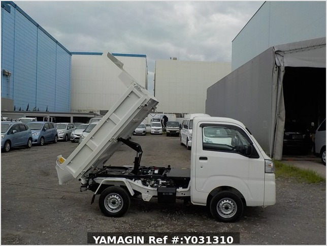 It is a picture of the white daihatsu hijet dump in 2020,Sub Photo 0 Stock No.Y031310
