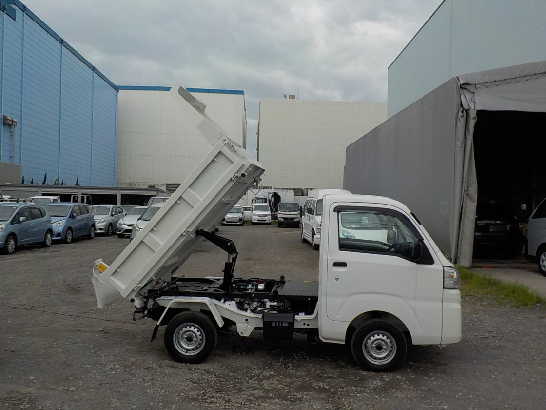 It is a picture of the white daihatsu hijet dump in 2020,First Photo Stock No.Y031310