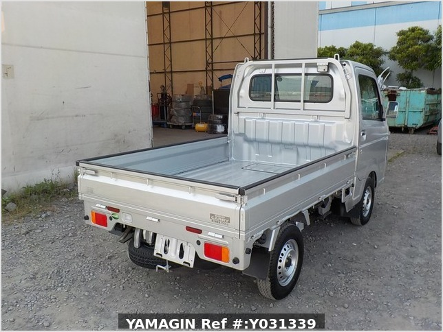 It is a picture of the silver suzuki carry truck in 2019,Sub Photo 2 Stock No.Y031339