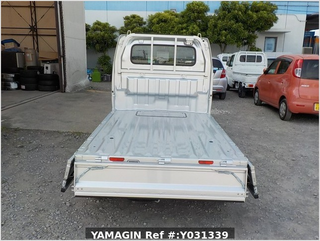 It is a picture of the silver suzuki carry truck in 2019,Sub Photo 4 Stock No.Y031339