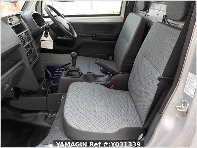 It is a picture of the silver suzuki carry truck in 2019,Sub Photo 6 Stock No.Y031339