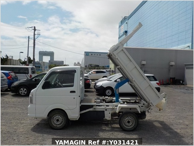 It is a picture of the white suzuki carry dump in 2014,Sub Photo 13 Stock No.Y031421