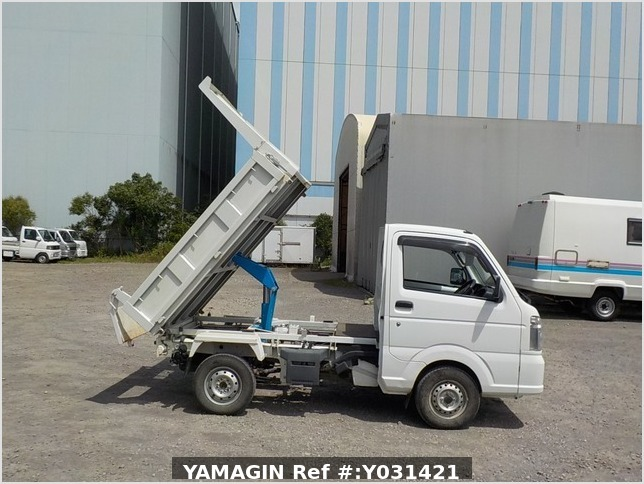 It is a picture of the white suzuki carry dump in 2014,Sub Photo 0 Stock No.Y031421