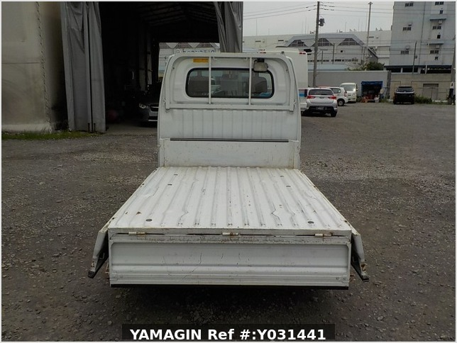It is a picture of the white mitsubishi minicab dump in 2006,Sub Photo 5 Stock No.Y031441