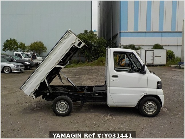 It is a picture of the white mitsubishi minicab dump in 2006,Sub Photo 0 Stock No.Y031441