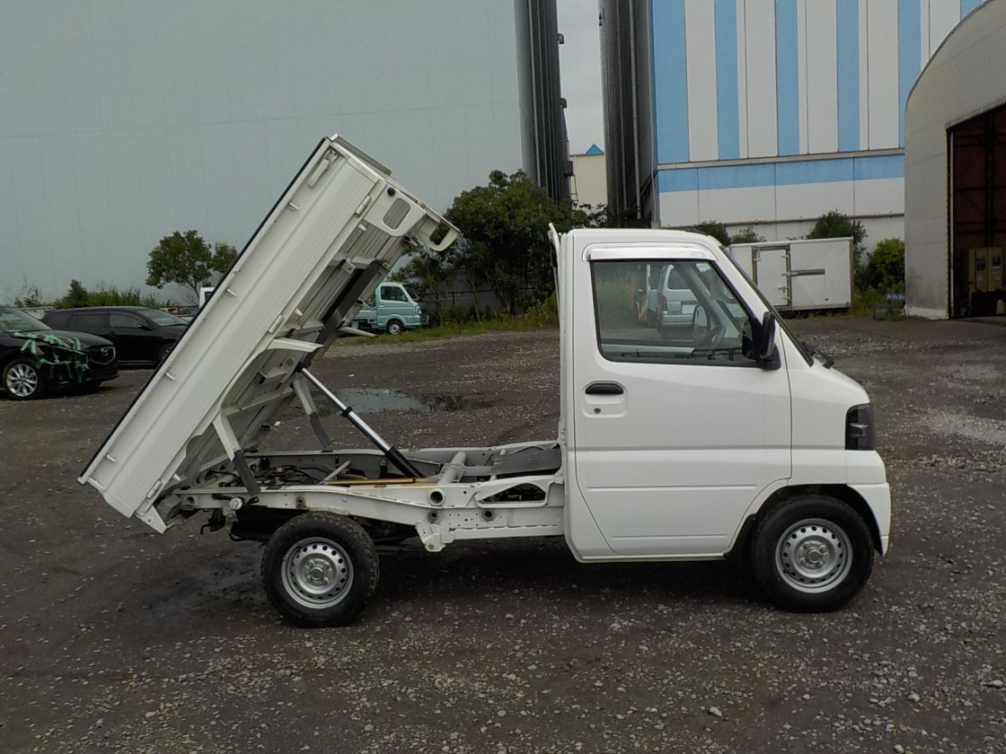 It is a picture of the white mitsubishi minicab dump in 2008,First Photo Stock No.Y031509
