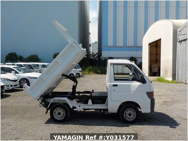 It is a picture of the white daihatsu hijet dump in 1998,Sub Photo 0 Stock No.Y031577