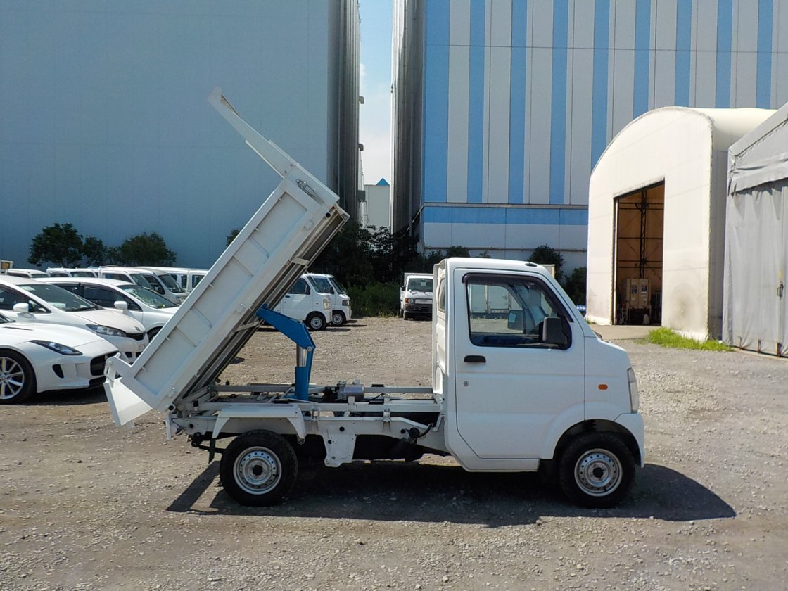 It is a picture of the white suzuki carry dump in 2012,First Photo Stock No.Y031587