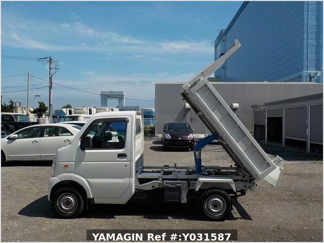 It is a picture of the white suzuki carry dump in 2012,Sub Photo 12 Stock No.Y031587
