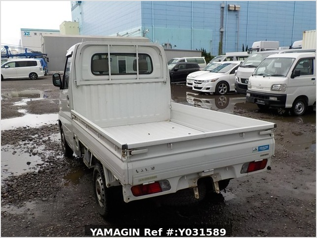 It is a picture of the white mitsubishi minicab truck in 2001,Sub Photo 3 Stock No.Y031589