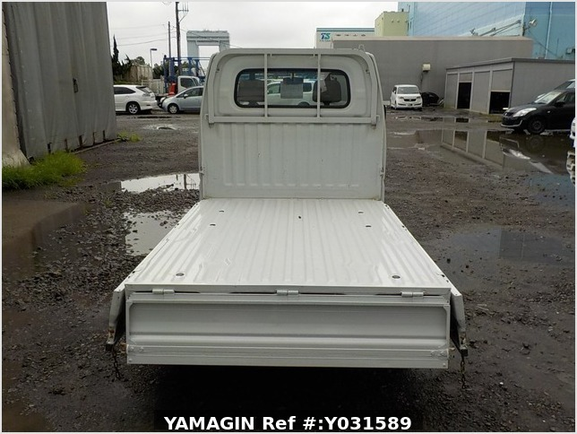 It is a picture of the white mitsubishi minicab truck in 2001,Sub Photo 4 Stock No.Y031589