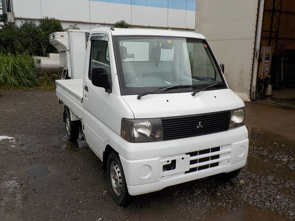 It is a picture of the white mitsubishi minicab truck in 2001,First Photo Stock No.Y031589