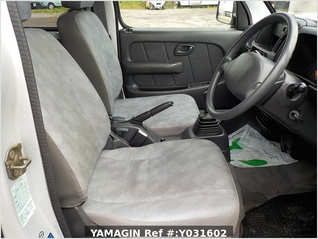 It is a picture of the silver suzuki every passenger van in 2004,Sub Photo 5 Stock No.Y031602
