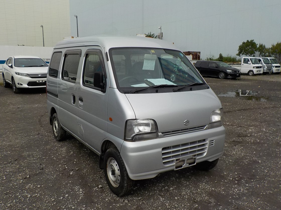 It is a picture of the silver suzuki every passenger van in 2004,First Photo Stock No.Y031602