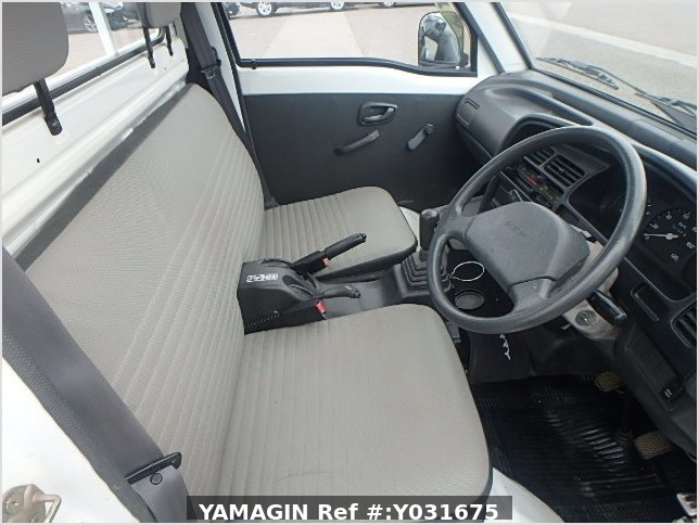 It is a picture of the white suzuki carry truck in 1993,Sub Photo 6 Stock No.Y031675