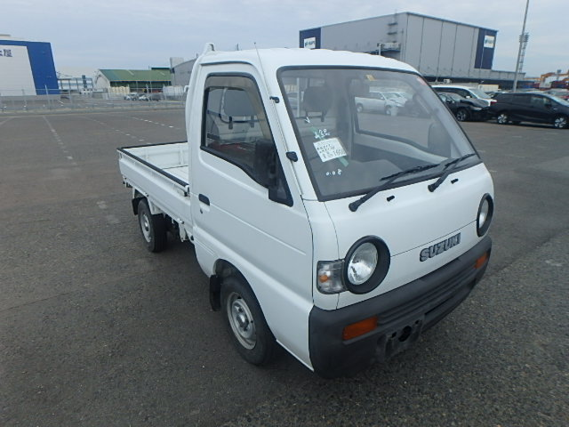 It is a picture of the white suzuki carry truck in 1993,First Photo Stock No.Y031675