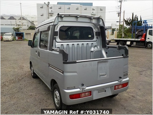It is a picture of the silver daihatsu hijet deck van in 2011,Sub Photo 3 Stock No.Y031740