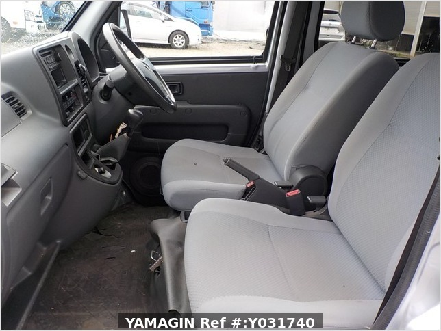 It is a picture of the silver daihatsu hijet deck van in 2011,Sub Photo 6 Stock No.Y031740