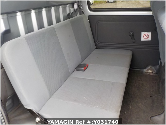 It is a picture of the silver daihatsu hijet deck van in 2011,Sub Photo 7 Stock No.Y031740