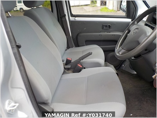It is a picture of the silver daihatsu hijet deck van in 2011,Sub Photo 5 Stock No.Y031740