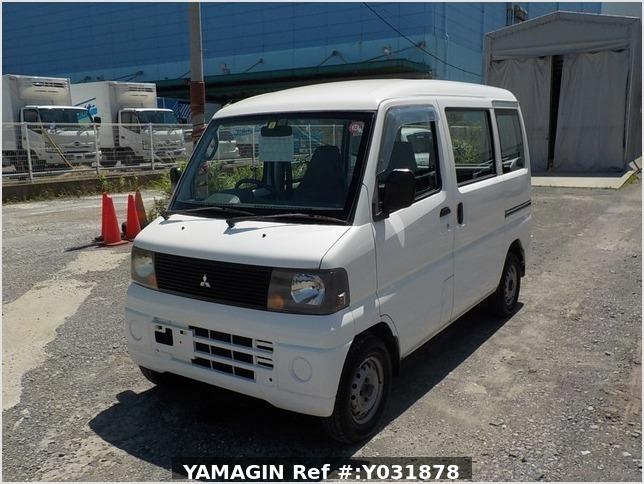 It is a picture of the white mitsubishi minicab passenger van in 2004,Sub Photo 1 Stock No.Y031878