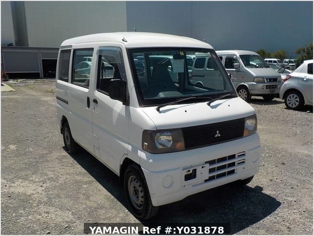 It is a picture of the white mitsubishi minicab passenger van in 2004,Sub Photo 0 Stock No.Y031878