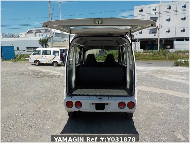 It is a picture of the white mitsubishi minicab passenger van in 2004,Sub Photo 4 Stock No.Y031878