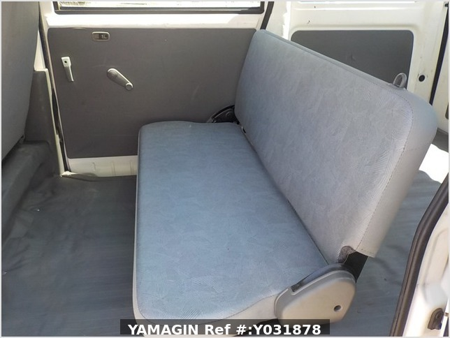 It is a picture of the white mitsubishi minicab passenger van in 2004,Sub Photo 12 Stock No.Y031878