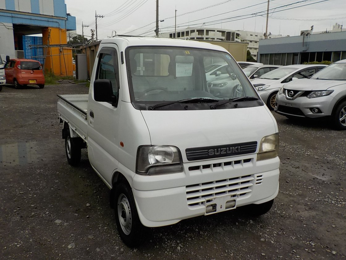 It is a picture of the white suzuki carry truck in 2002,First Photo Stock No.Y031963