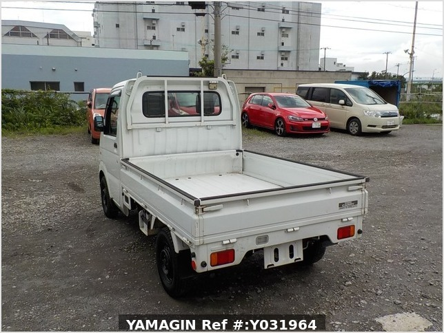 It is a picture of the white suzuki carry truck in 2004,Sub Photo 3 Stock No.Y031964