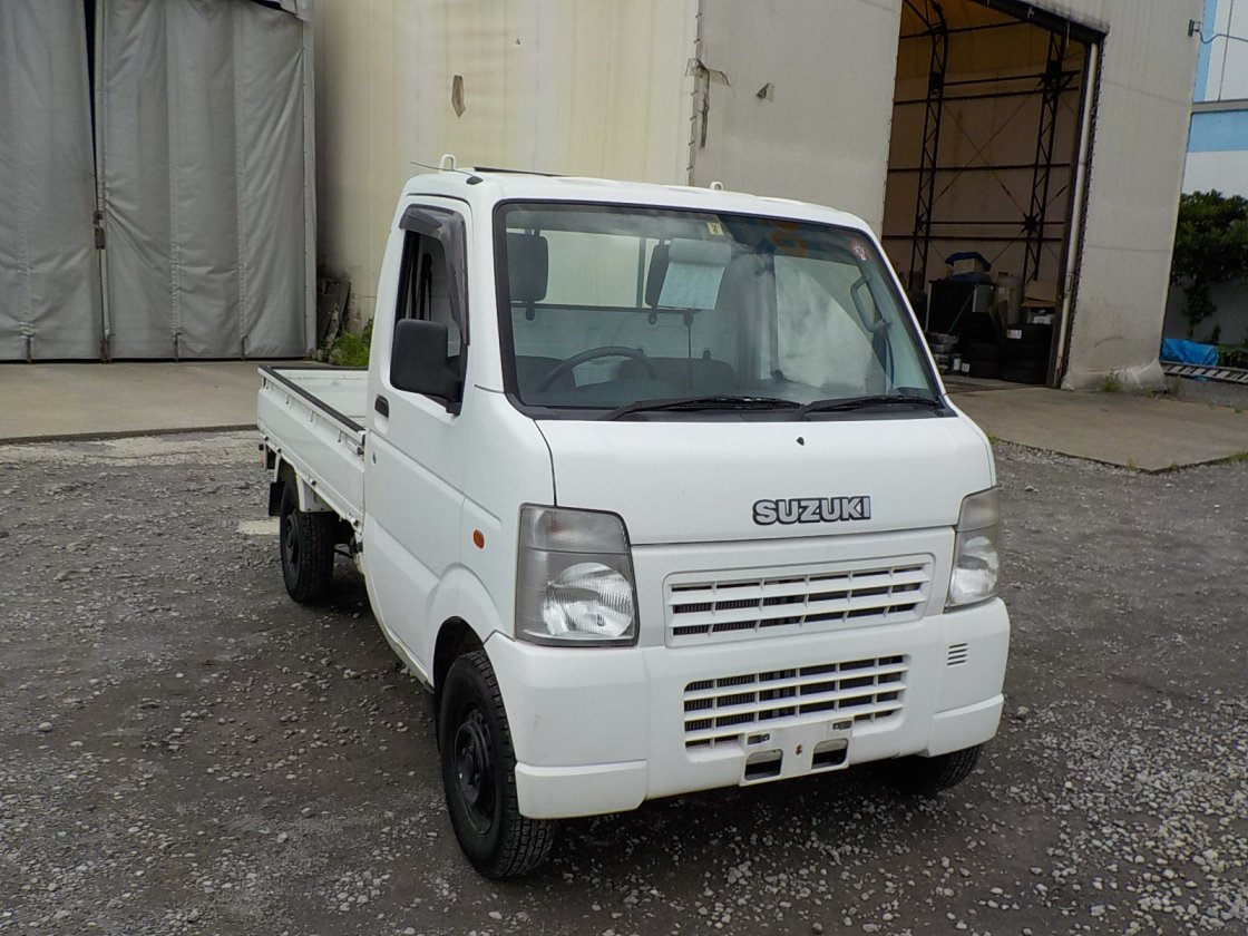 It is a picture of the white suzuki carry truck in 2004,First Photo Stock No.Y031964