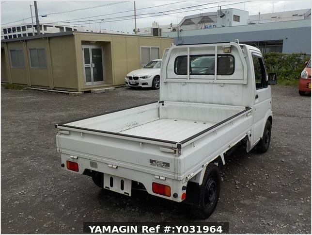 It is a picture of the white suzuki carry truck in 2004,Sub Photo 2 Stock No.Y031964