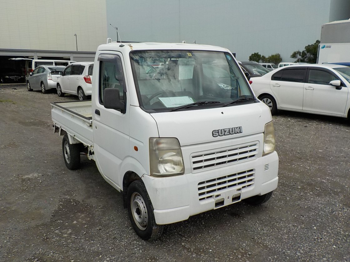 It is a picture of the white suzuki carry  truck in 2002,First Photo Stock No.Y031965