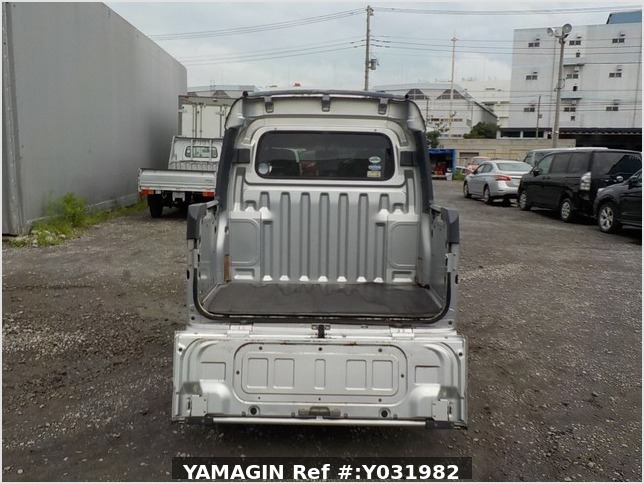 It is a picture of the silver daihatsu hijet deck van in 2006,Sub Photo 4 Stock No.Y031982