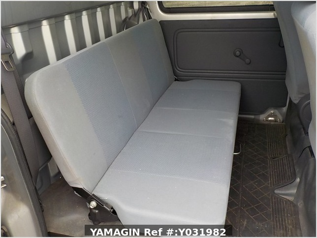 It is a picture of the silver daihatsu hijet deck van in 2006,Sub Photo 10 Stock No.Y031982