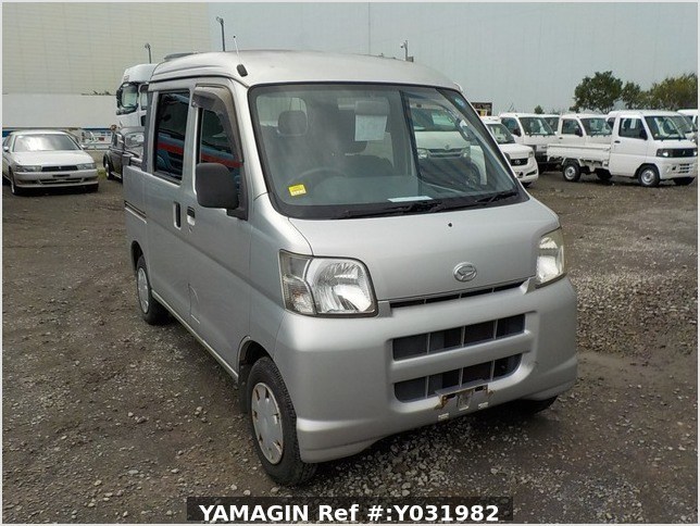 It is a picture of the silver daihatsu hijet deck van in 2006,Sub Photo 0 Stock No.Y031982