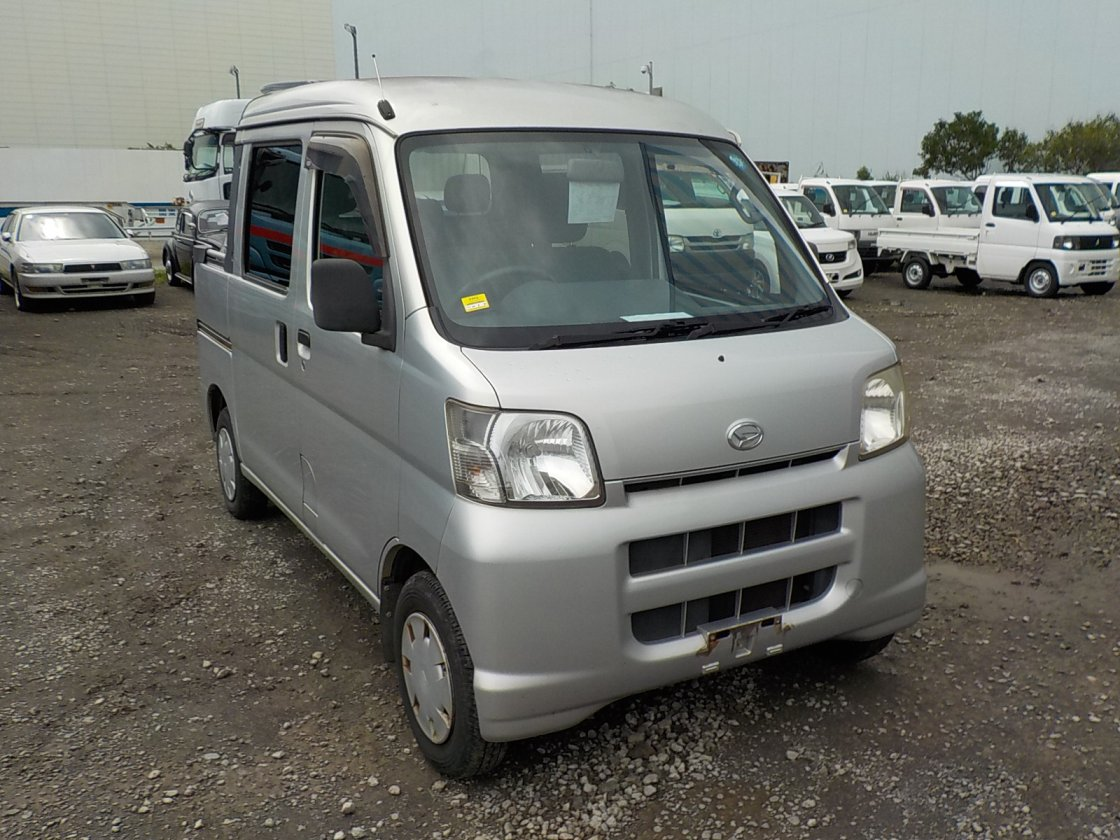 It is a picture of the silver daihatsu hijet deck van in 2006,First Photo Stock No.Y031982