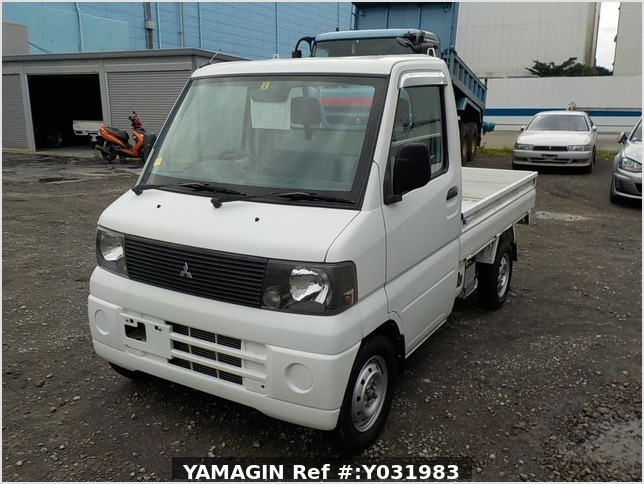 It is a picture of the white mitsubishi minicab truck in 2002,Sub Photo 1 Stock No.Y031983