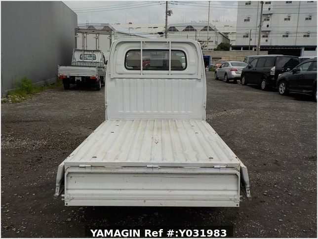 It is a picture of the white mitsubishi minicab truck in 2002,Sub Photo 4 Stock No.Y031983