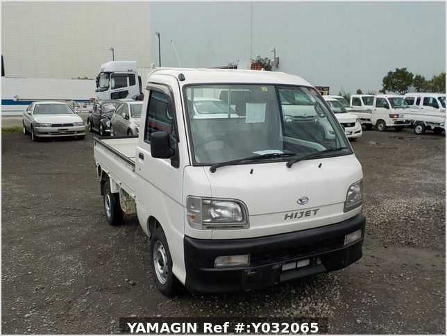 It is a picture of the white daihatsu hijet truck in 1999,Sub Photo 0 Stock No.Y032065
