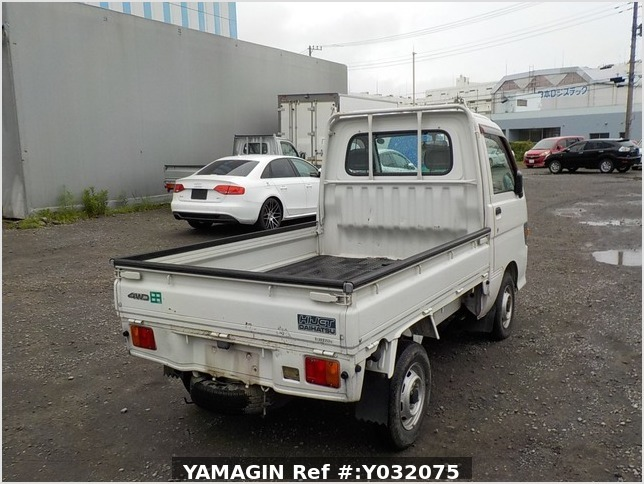 It is a picture of the white daihatsu hijet truck in 1998,Sub Photo 2 Stock No.Y032075
