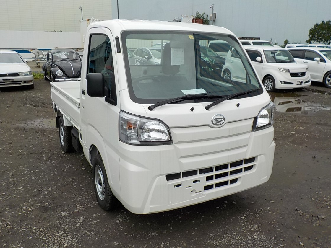 It is a picture of the white daihatsu hijet truck in 2019,First Photo Stock No.Y032113