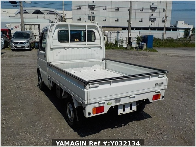 It is a picture of the white suzuki carry truck in 2006,Sub Photo 2 Stock No.Y032134