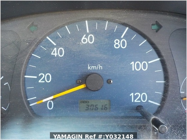 It is a picture of the white suzuki carry truck in 2002,Sub Photo 8 Stock No.Y032148