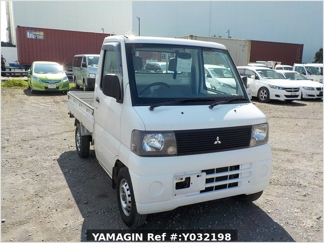 It is a picture of the white mitsubishi minicab truck in 2001,Sub Photo 0 Stock No.Y032198