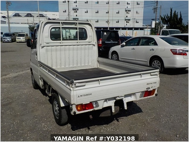 It is a picture of the white mitsubishi minicab truck in 2001,Sub Photo 3 Stock No.Y032198