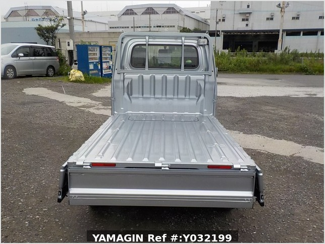 It is a picture of the silver daihatsu hijet truck in 2019,Sub Photo 4 Stock No.Y032199
