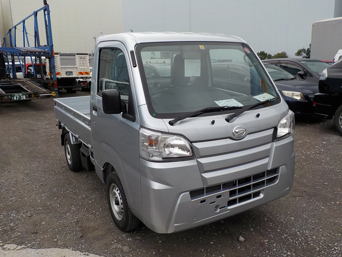 It is a picture of the silver daihatsu hijet truck in 2019,First Photo Stock No.Y032199